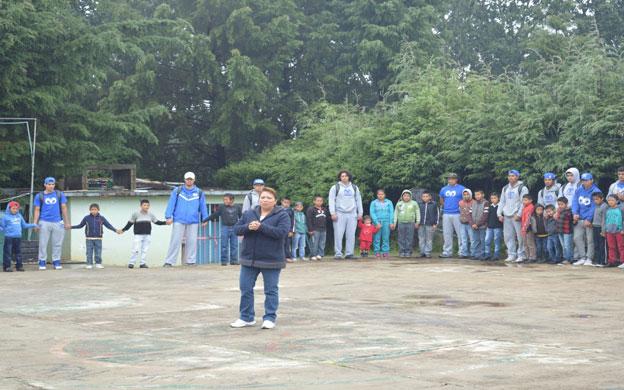 Jugadores de Borregos México convivieron con niños de primaria