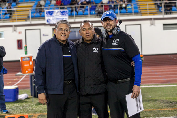 Autoridades del Campus Querétaro con el coach Héctor del Águila