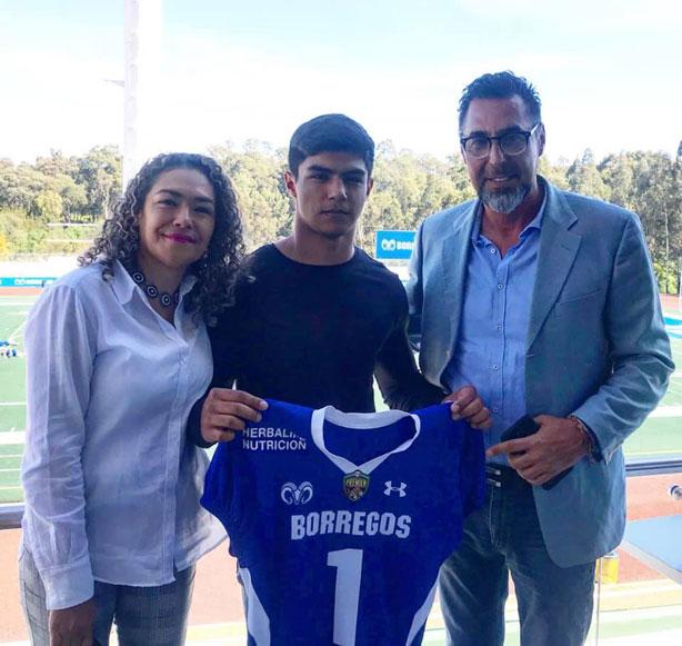 La familia Sotres Rodríguez con el nuevo lanudo poblano