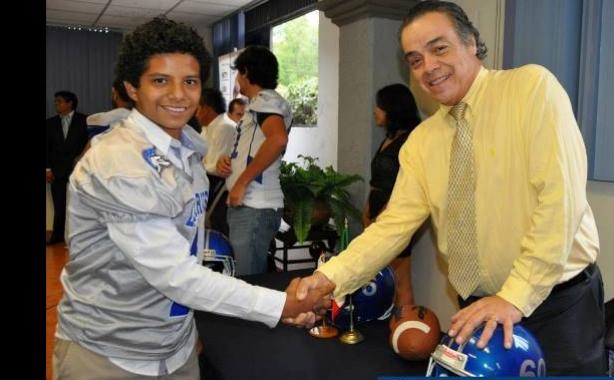 El rector de la Universidad Internacional Ing. Francisco Javier Espinosa Romero