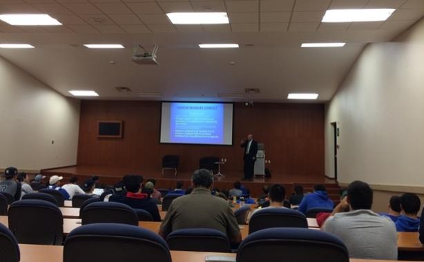 Interesante plática entre caches y árbitros en Guadalajara