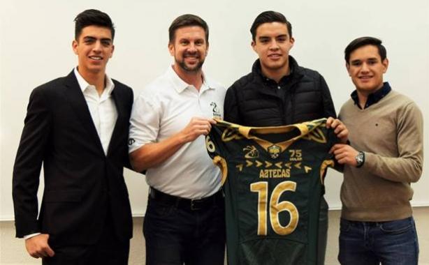 El HC Eric Fisher y algunos de los nuevos Aztecas