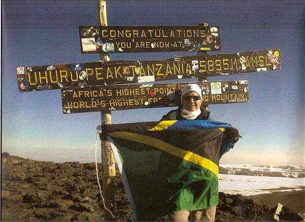 Patrick Steenberge en la cumbre del Kilimanjaro