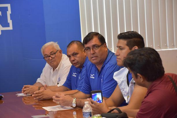 El HC César Martínez durante la presentación del equipo